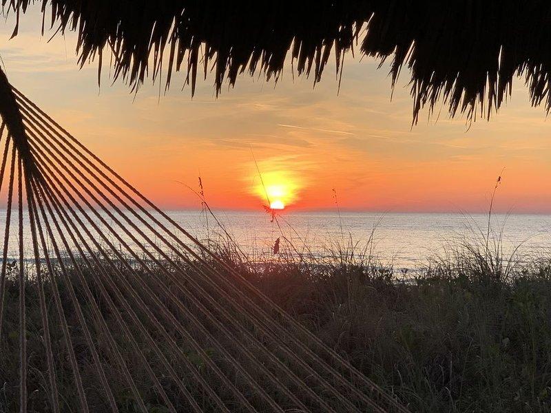 Sun-splashed luxury condo, golf privileges near world famous Siesta Key Beach., vacation rental in Lakewood Ranch