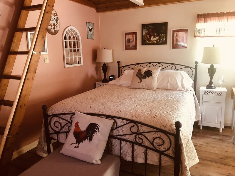 Charming Country Cottage close to redwoods, Coast, and other Attractions, casa vacanza a Rio Dell