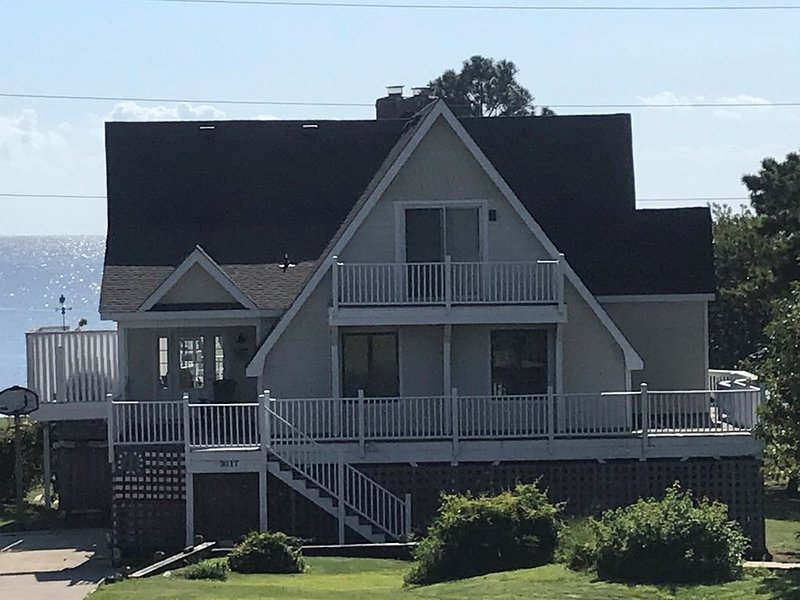 Beautiful Sound Front Stunner With 275 Ft Private 2 Story Dock, vakantiewoning in Kitty Hawk