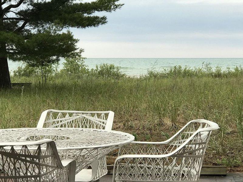 PRIVATE BEACH with BIG VIEWS and ART STUDIO, alquiler de vacaciones en Harrisville