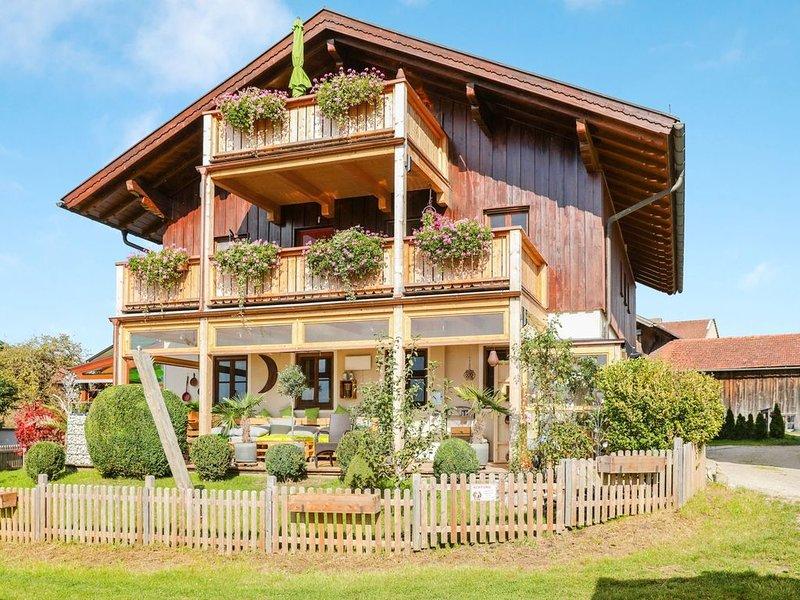 Charmante Ferienwohnung Parzinger 2 in der Nähe des Chiemsees mit Bergblick, WLA, location de vacances à Trostberg an der Alz