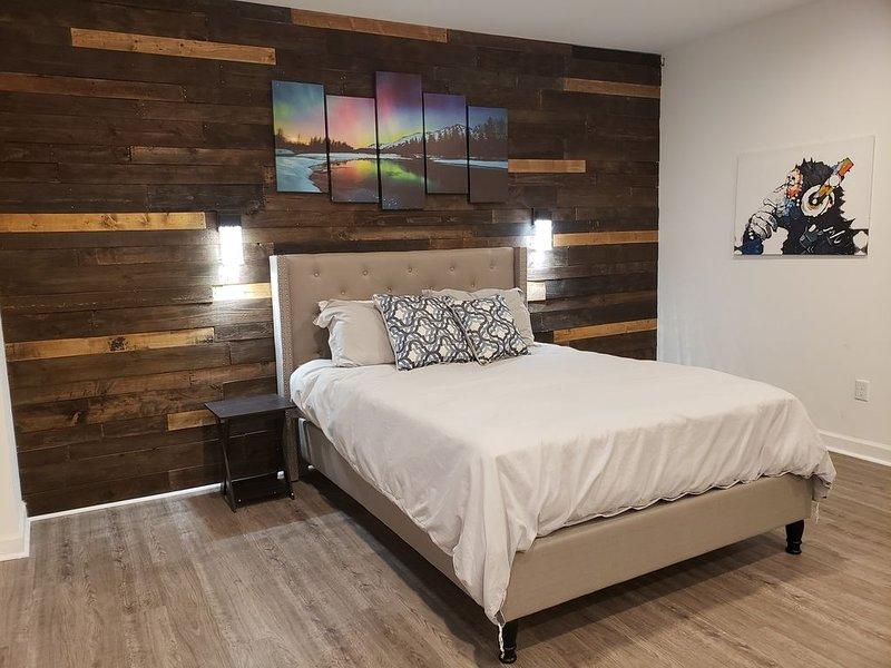 Spacious Renovated Studio W/Private Self Check in!, holiday rental in Greer
