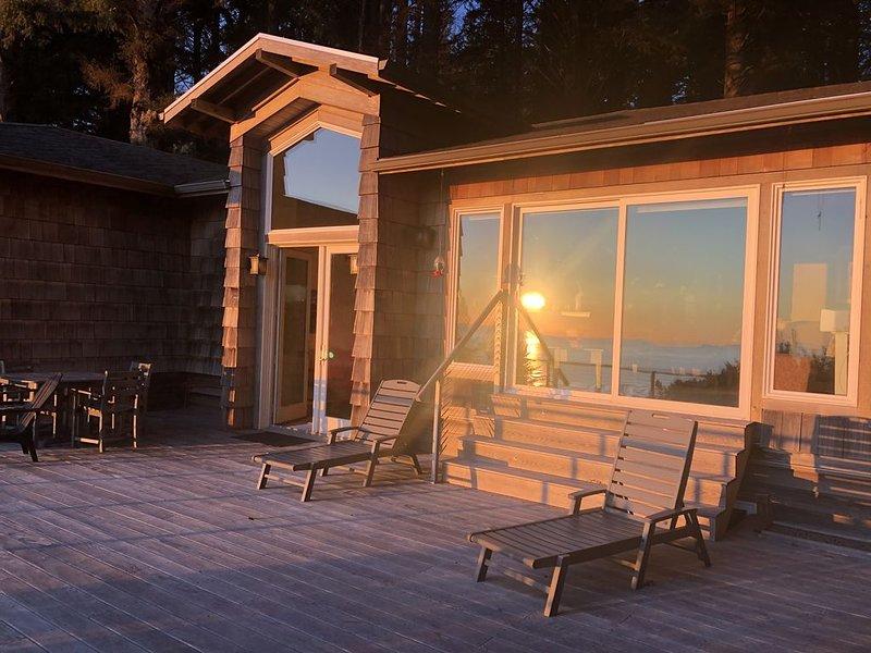 Spacious Manzanita Home with a view and walking distance to the beach!, location de vacances à Wheeler