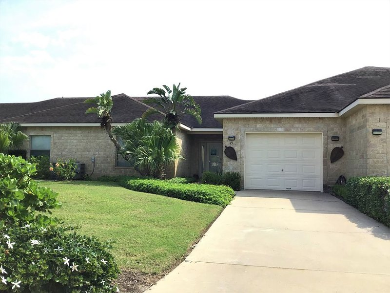 Beautiful Villla at the Golf Course~45TP, vacation rental in Brownsville