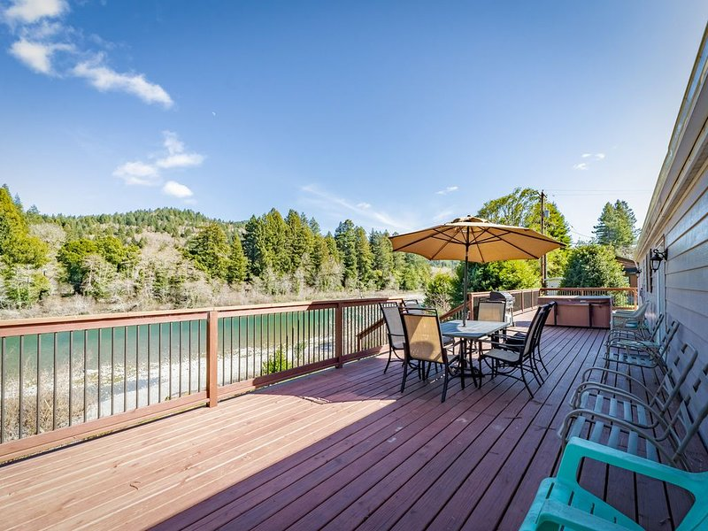 Riverfront getaway w/ a private hot tub & outdoor fire pit!, holiday rental in Hiouchi