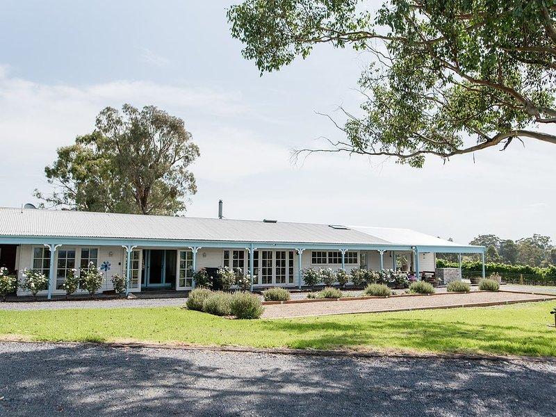 Ville d'Soumah - luxury vineyard residence, location de vacances à Coldstream