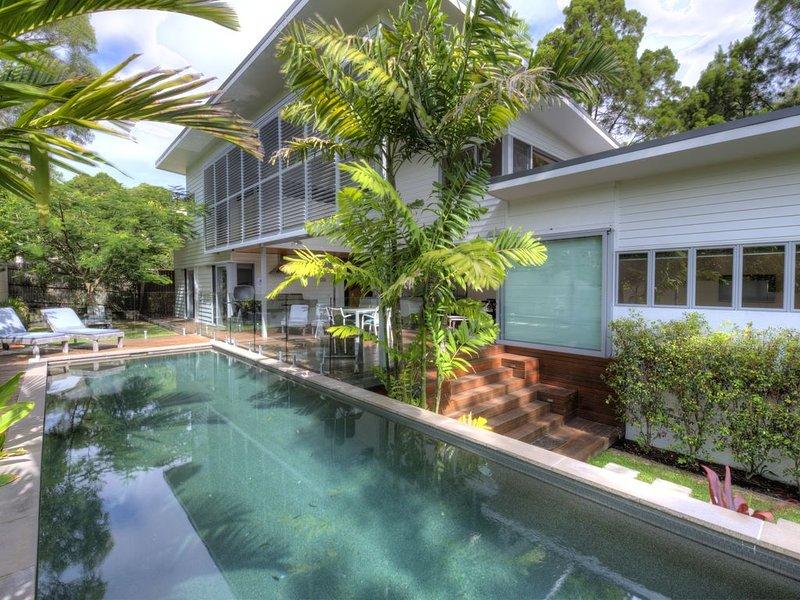INEZ BEACH HOUSE - NBN & PETS WELCOME, casa vacanza a Noosa