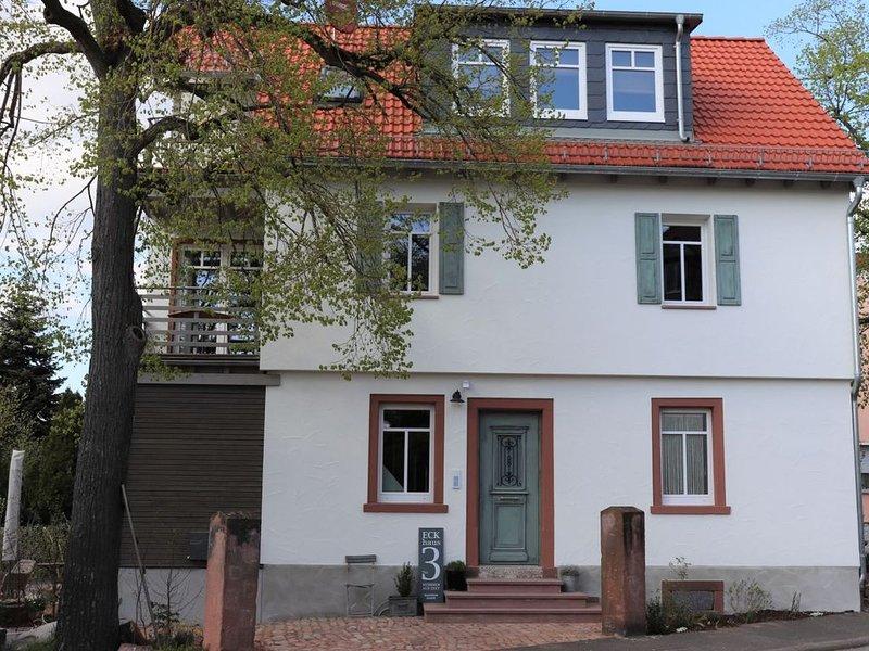 Individuell eingerichtetes Apartment mit Flair, holiday rental in Obernburg