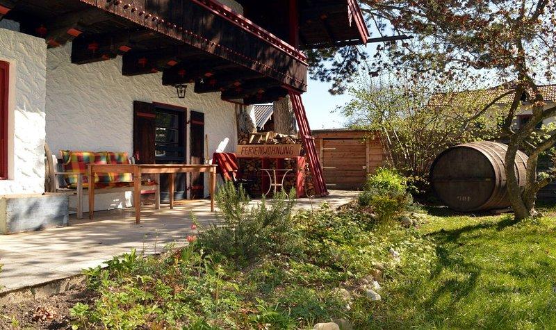 Gemütliche, hochwertige Ferienwohnung mit großer Südterrasse & Grillmöglichkeit, holiday rental in Bad Endorf