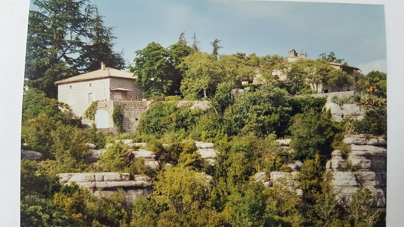 Maison ancienne avec superbe vue sur village de caractère,  rivière à 300 m., vacation rental in Labeaume