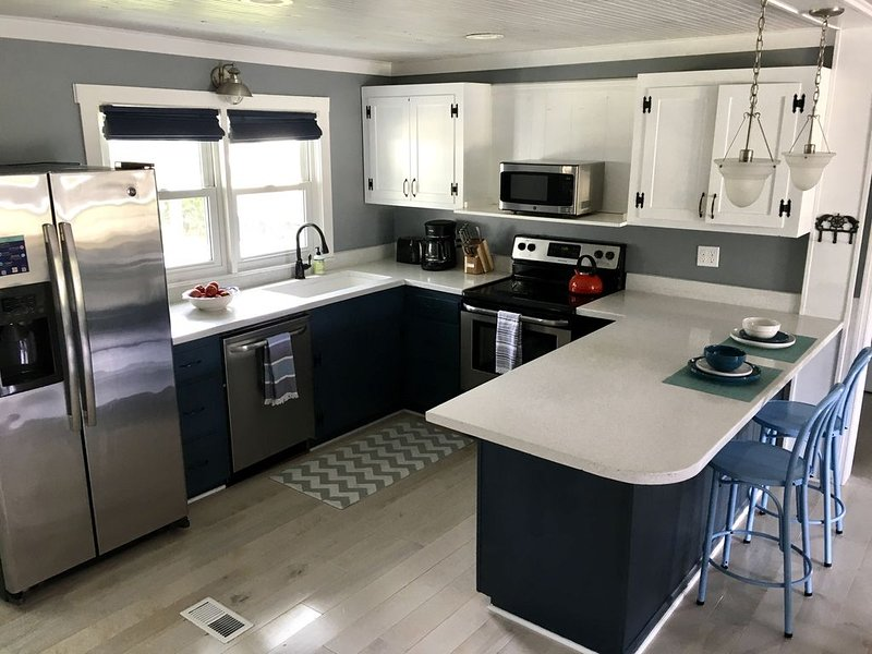 Remodeled 1950's Beach Cottage, holiday rental in Edisto Beach