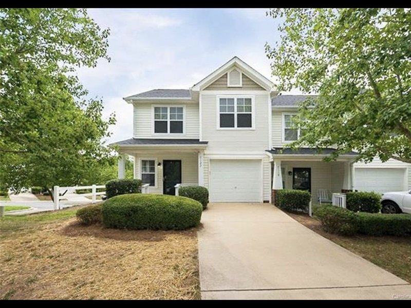 Nicely furnished 2 master bedroom with newer construction in nice area!, vacation rental in Matthews