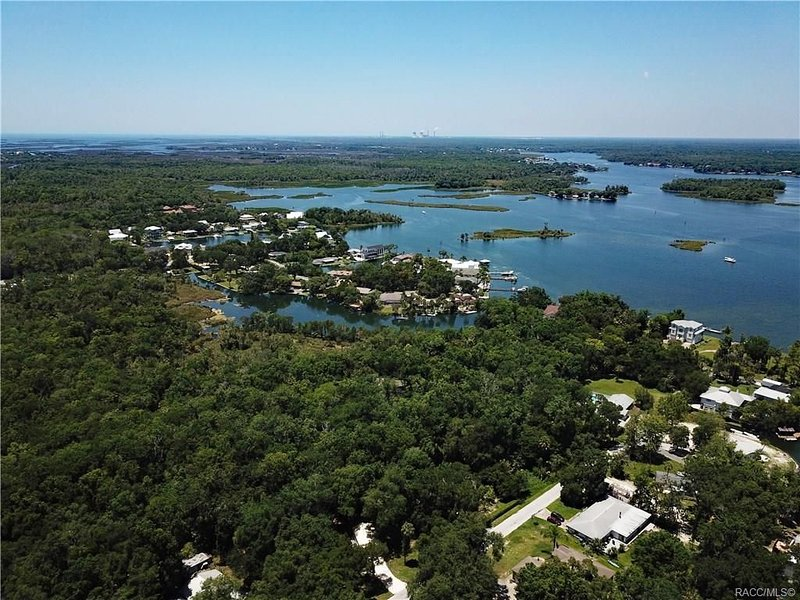 Crystal River Relaxation 3/2 home sleeps 7, holiday rental in Crystal River