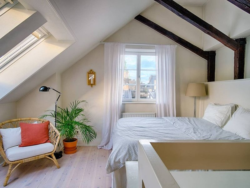Charming Penthouse in central Old Town, holiday rental in Stockholm