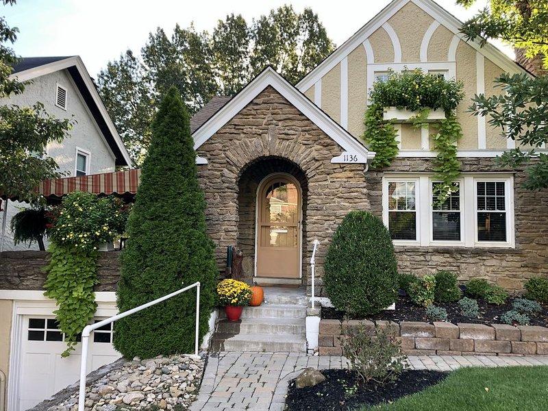 Premier Hyde Park home with great front porch and back deck., alquiler vacacional en Cincinnati