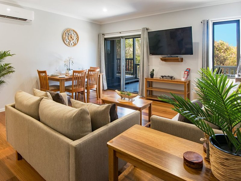 EAGLE VIEW Craftmen built quality unit, vacation rental in Mallacoota