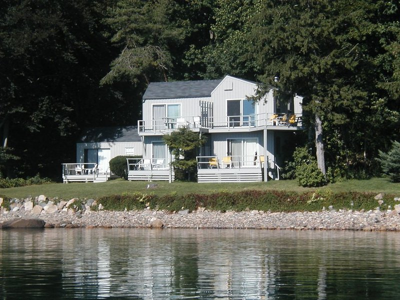 Waterfront  apartment with private deck., alquiler de vacaciones en Kittery Point