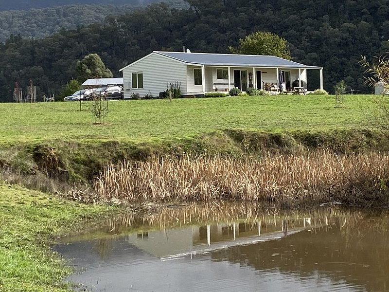 NEW 4Bed Home on the Jamieson River, holiday rental in Mount Buller