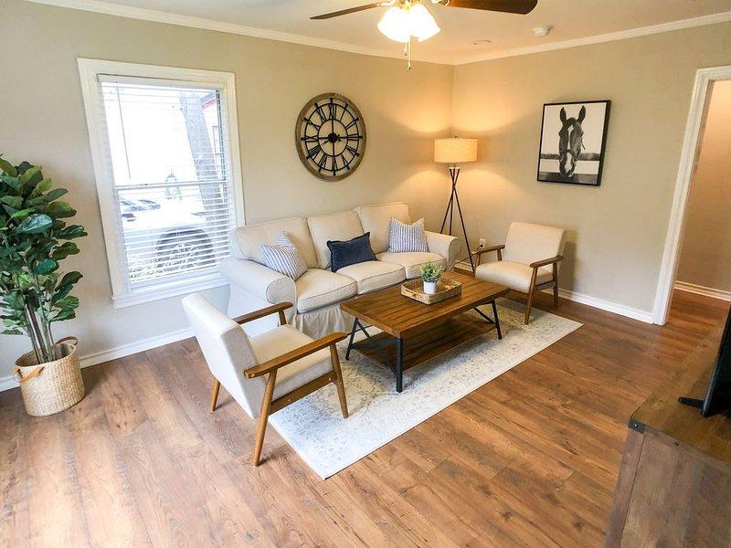 Beautiful 3 Bedroom near TCU (Recently Renovated!), casa vacanza a Burleson