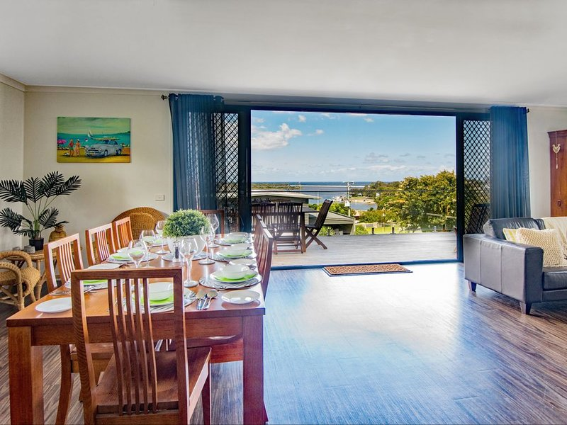 BELLA VIEWS Out standing holiday rental featuring maginificant views., vacation rental in Mallacoota