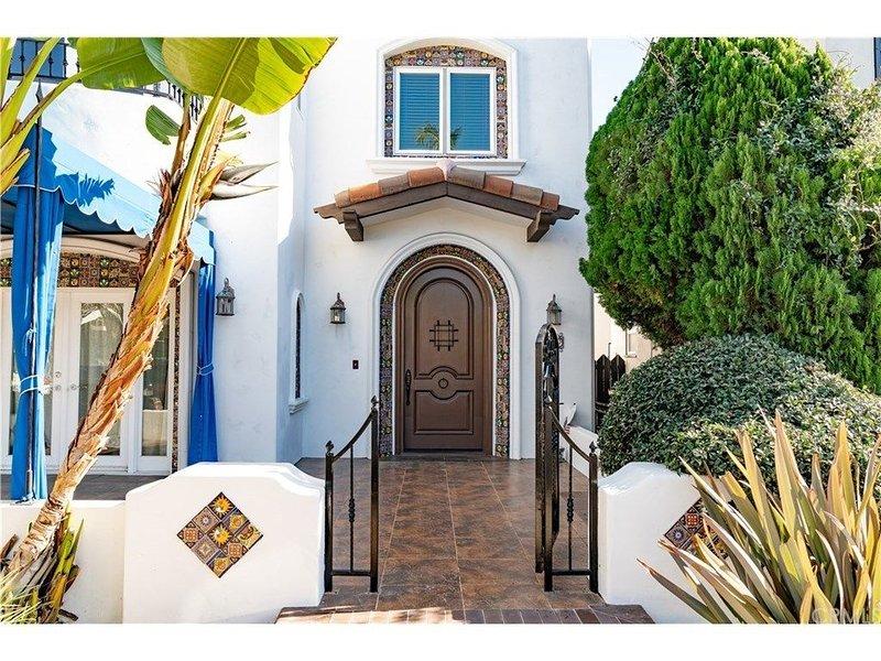 Best Beach Villa Executive Home! Sauna, Jacuzzi Tub, Walk to Beach, Free Parking, holiday rental in Long Beach