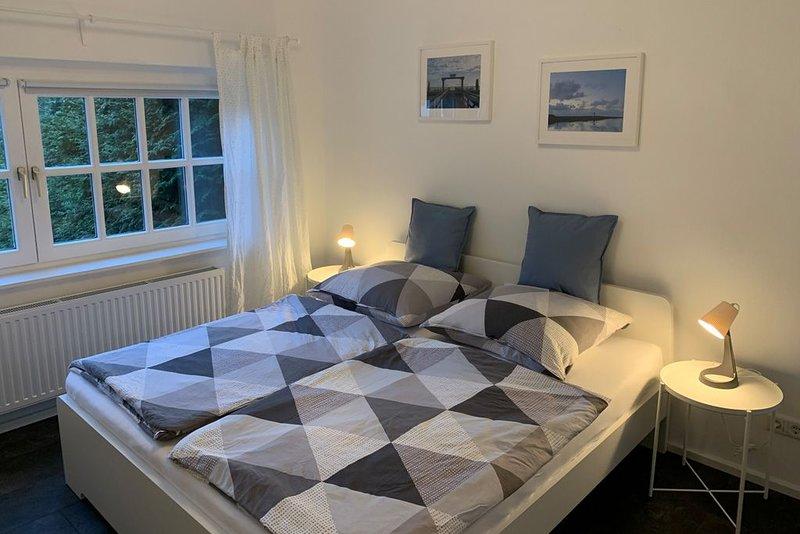 Moderne, frisch sanierte & zentral gelegene Ferienwohnung mit Garten in Burhave, casa vacanza a Nordseebad Burhave