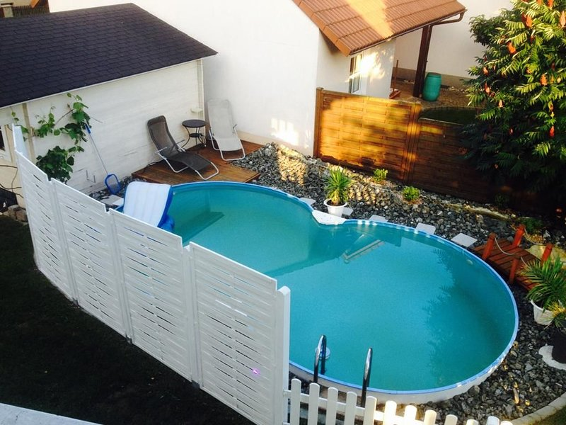 Wunderschöne frisch renovierte Ferienwohnung 2020 mit Pool, holiday rental in Kronach