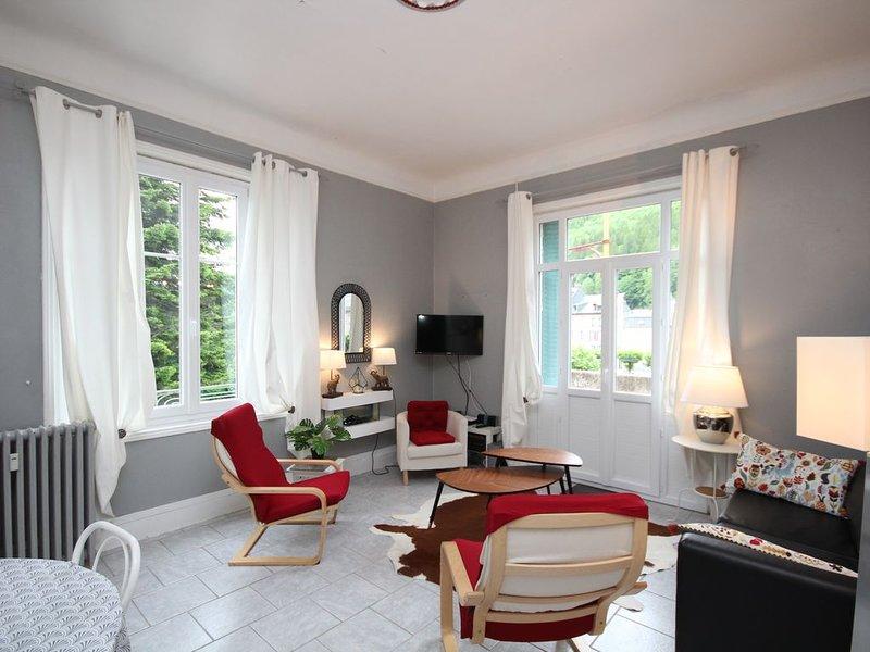 LE MONT-DORE Charmant T3 avec balcon à 100m du centre, holiday rental in Le Mont-Dore