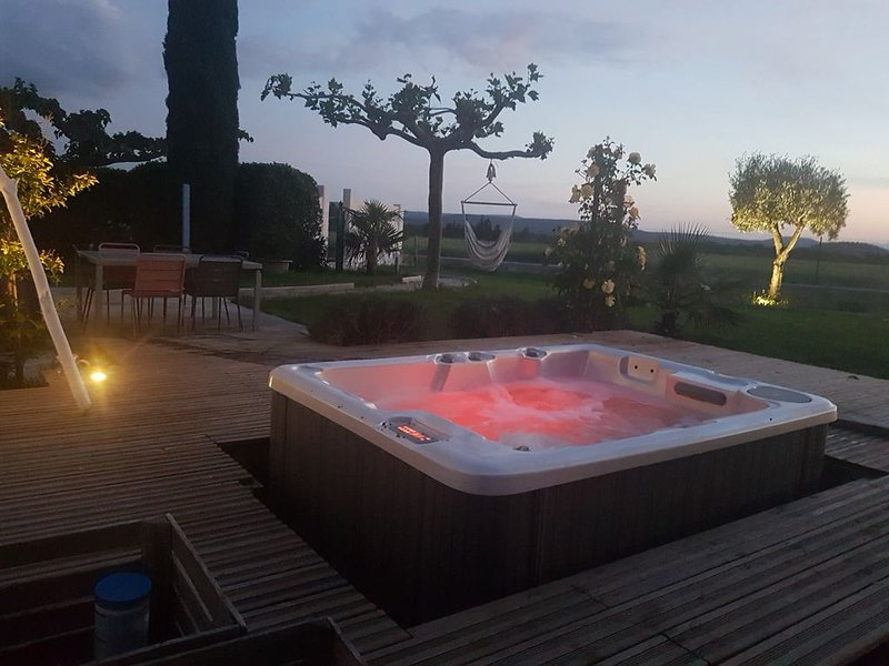 Maison de campagne avec jaccusy en Drôme provençale, location de vacances à Drôme