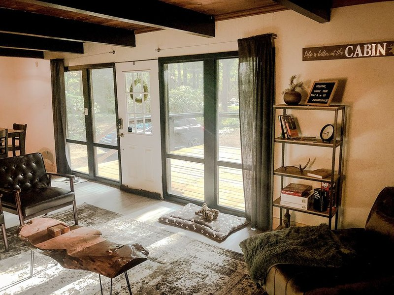 Mt Hood Chalet, minutes to Timberline, hiking trails, bars, & restaurants., vacation rental in Welches