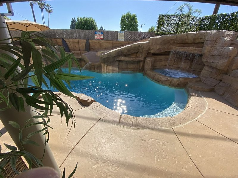 NEWLY BUILT WATER SLIDE 20ft NEWLY REMODELED HOME 2.7MI DISNEY/CONVENTION CENTER, holiday rental in Stanton