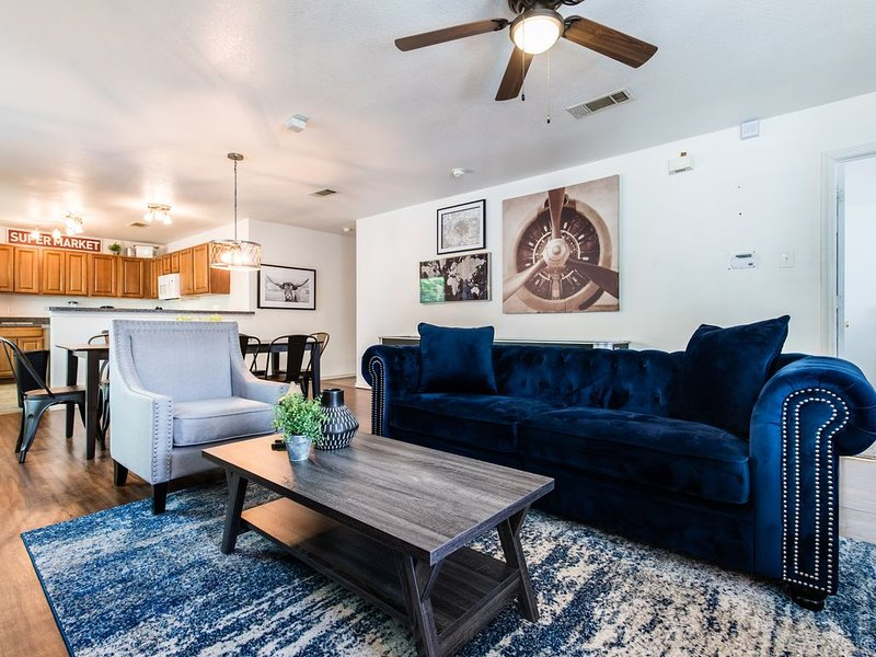 Urban Chic - Perfect for Groups!, vacation rental in Wilmer