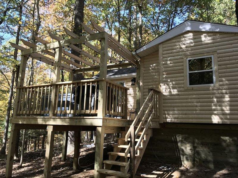 Cozy Log Cabin in the Heart of Hocking Hills, holiday rental in Rockbridge