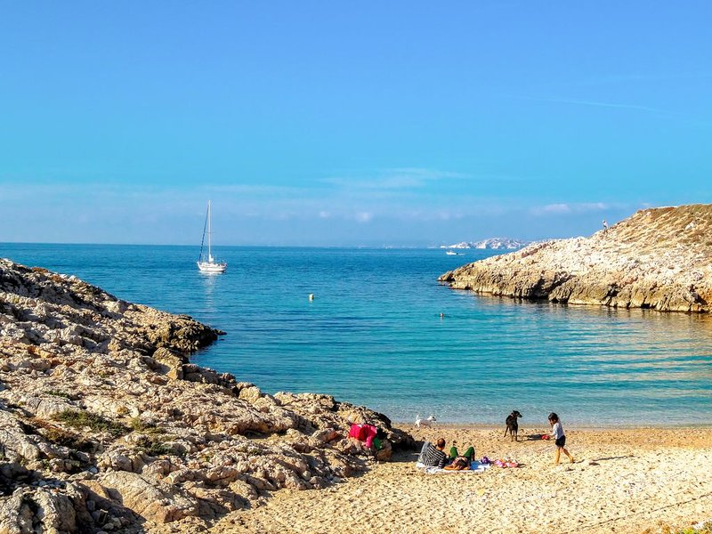 HOUSE MARSEILLAISE QUIET BEACH & PARK CALANQUES 300 m from the center 10min, alquiler vacacional en Marsella