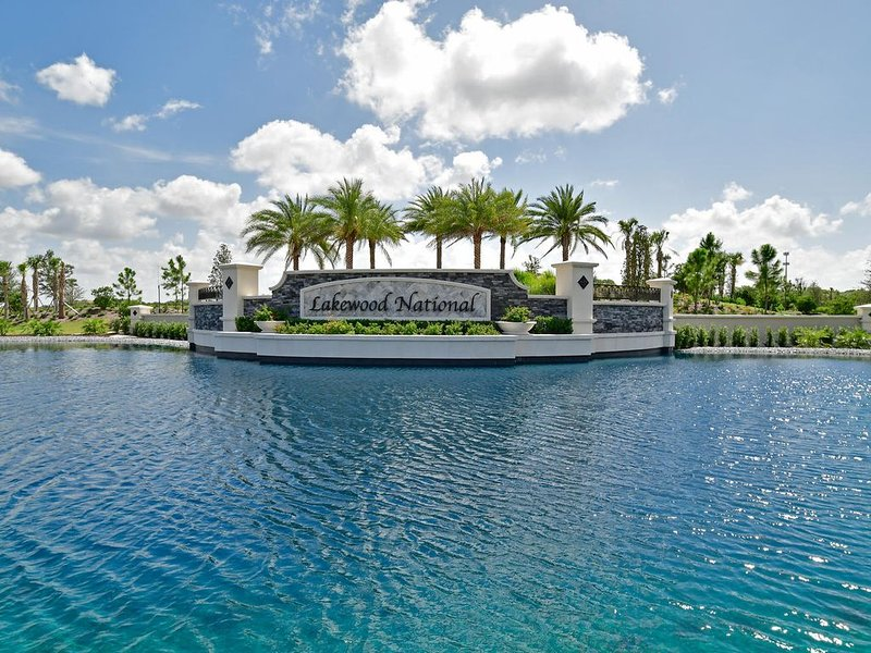 Lakewood National Golf Club: Brand New Diangelo Style Condo, vacation rental in Lakewood Ranch