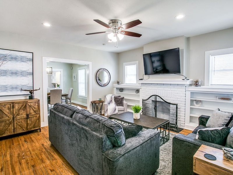 Newly Listed 3-1 Walking Distance to TCU, Restaurants and More!, vacation rental in Fort Worth