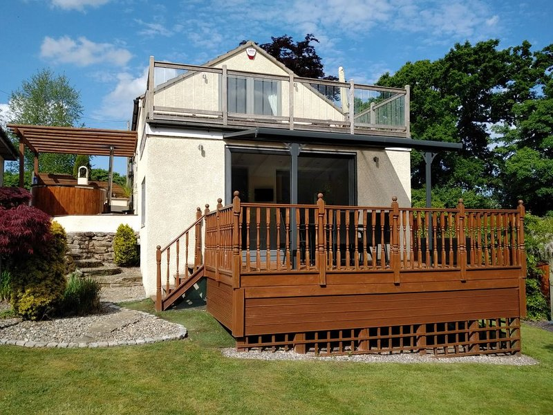 Luxury Annexe  set within gated grounds. Hot Tub and private gardens, location de vacances à Bridge Trafford