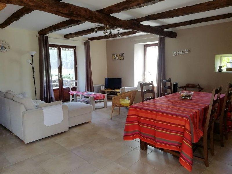 Beau gîte climatisé pour 6 pers avec piscine et pataugeoire, vacation rental in Labastide-de-Penne