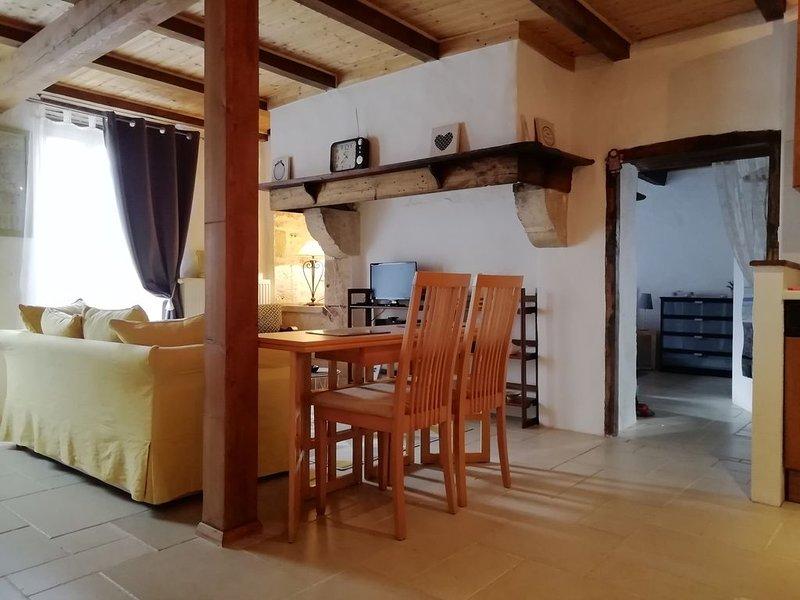 Une petite chaumière au calme avec piscine, vacation rental in Labastide-de-Penne