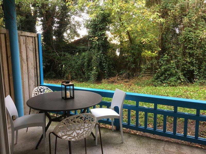 Appartement chaleureux avec terrasse et verdure, vacation rental in Gujan-Mestras