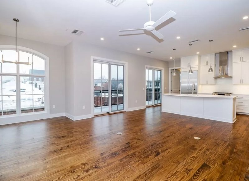 Penthouse apartment located less than a block away from square, holiday rental in University