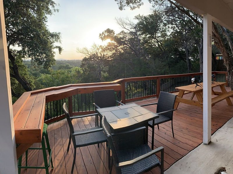 Pipe Creek House-Deck with beautiful view, holiday rental in Pipe Creek