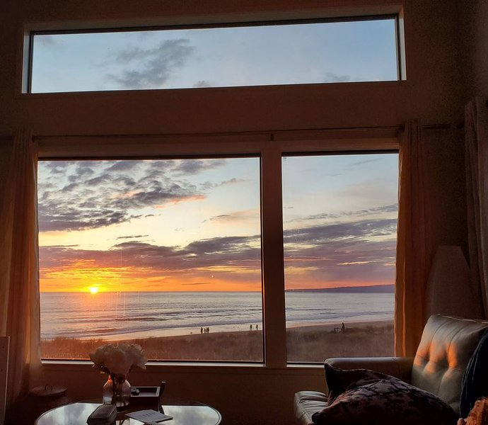 Beach Condo with Spectacular View, holiday rental in Pajaro Dunes