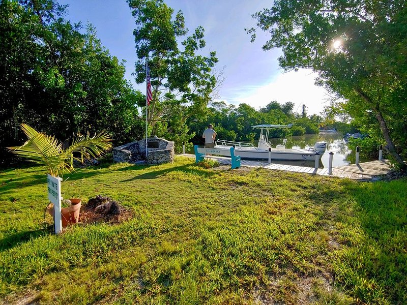 Welcome to our Mid Century Bungalow on the water, holiday rental in Sugarloaf Key