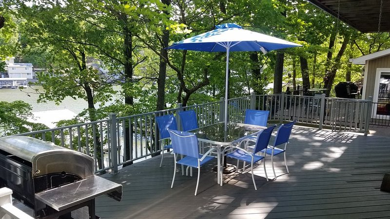Relax, You're on Lake Time, LakeFront Home, Private Dock/Deep Water Cove!, holiday rental in Lake Ozark