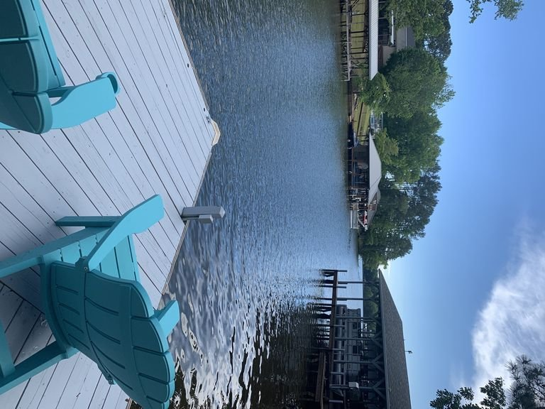 Newly renovated lakefront property, vacation rental in Badin