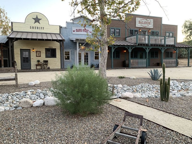 Old West Temecula Wine Country Vacation Rental, holiday rental in Hemet