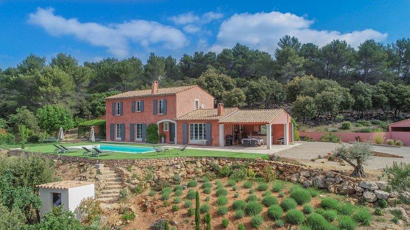 Superbe bastide avec piscine et vue panoramique, casa vacanza a Flayosc