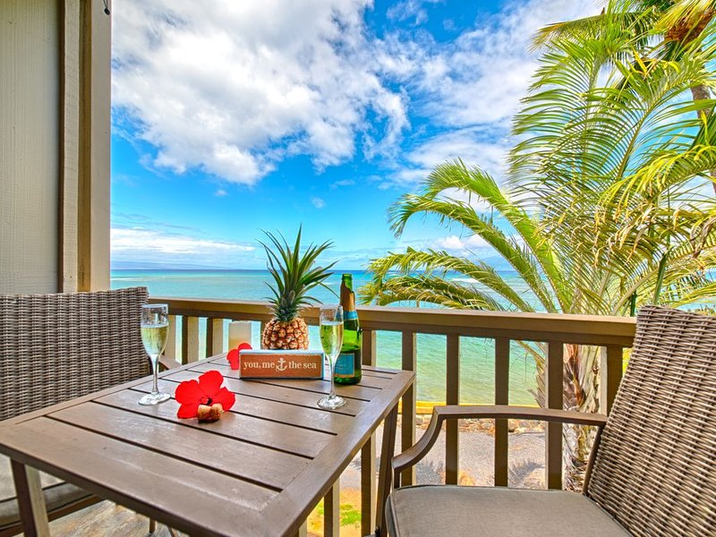 Stop Dreaming It...Start Living It! Completely Refurbished Studio in West Maui!, vacation rental in Lahaina