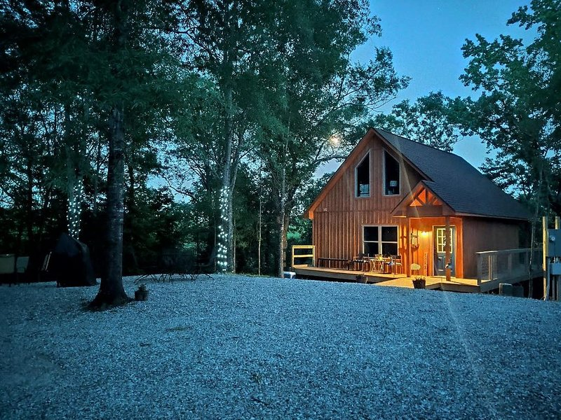 Glamping at it's finest! Private tree house on 40 acres on Lake Catherine, holiday rental in Hot Springs